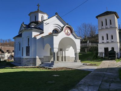 crkva-u-peckoj-01